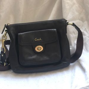 Coach cross-body purse ✨